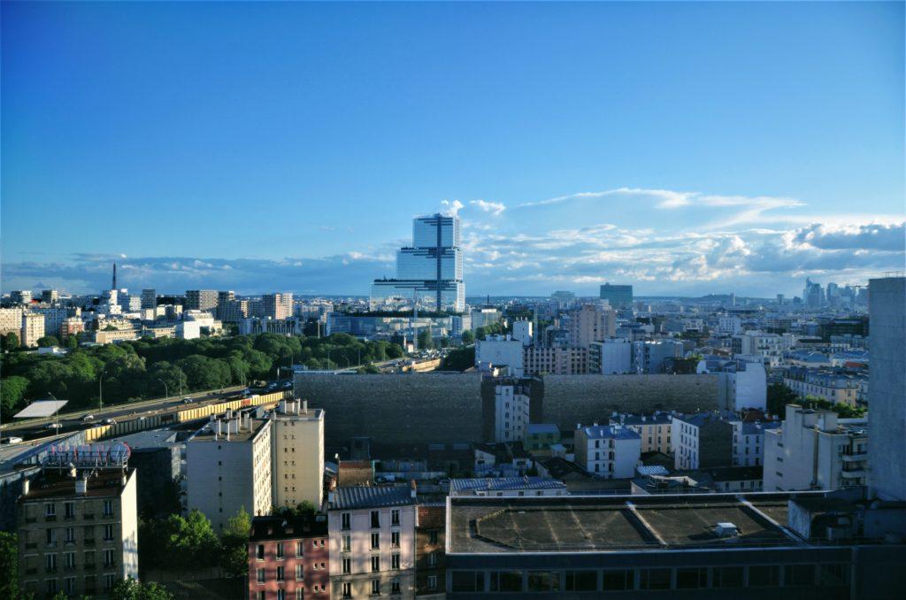Ideasky ; vue sur le tout Paris des bureaux fermés et espace de coworking au 15ème étage